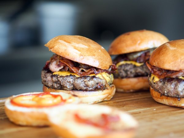 Ученые рассказали о неожиданной опасности бургеров