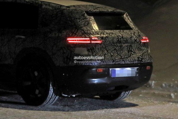 Новый флагманский электромобиль Mercedes-Benz EQ S предстал на шпионских фото