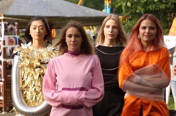 В Томске на фестивале показали коллекцию модных смирительных рубашек