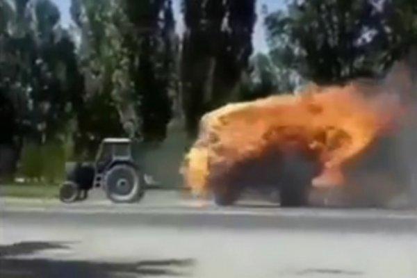 «Призрачный гонщик» на горящем тракторе удивил жителей Нальчика