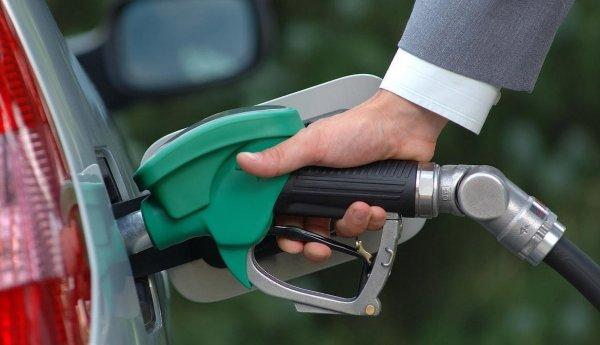 В России впервые с конца весны выросла оптовая цена на бензин