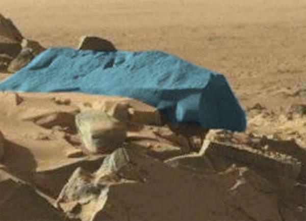 Уфолог заметил на фото Марса лазер и рукотворное здание