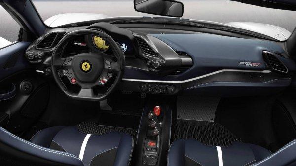 У экстремального Ferrari 488 Pista Spider убрали крышу