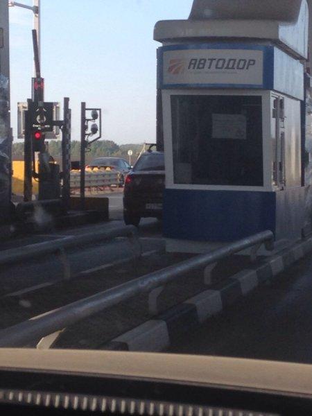 «На себя посмотрите»: «Халявщик» на платном участке М4 «Дон» рассорил водителей