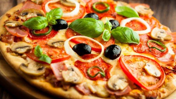 В Волгограде продают место в очереди за пиццей за 1000 рублей