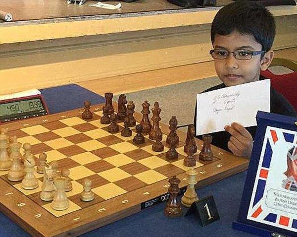 Прославившего Британию шахматного вундеркинда могут выслать из страны
