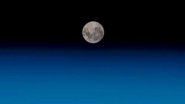 «Не верю!»: Немецкий астронавт показал восход Солнца с орбиты