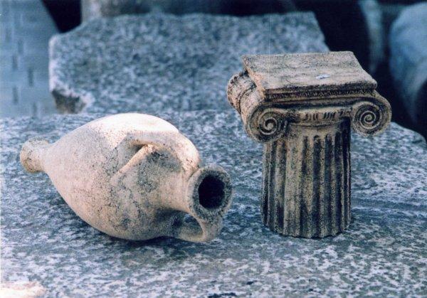 Под Ростовом археологи нашли 17 трупов младенцев в амфорах