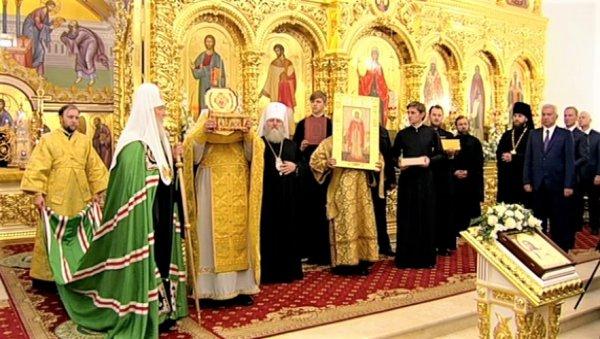 Патриарх Кирилл освятил церковь в Когалыме и передал ковчег с останками святой Татьяны