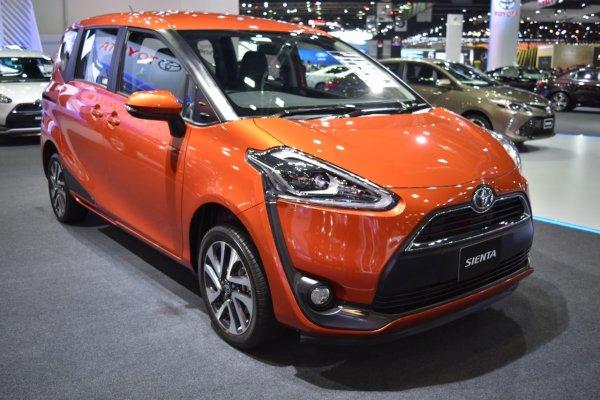 Минивэн Toyota Sienta стал доступнее после обновления
