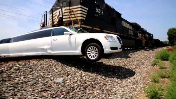 Эксперты рассказали, что делать, если машина застряла на ж/д переезде