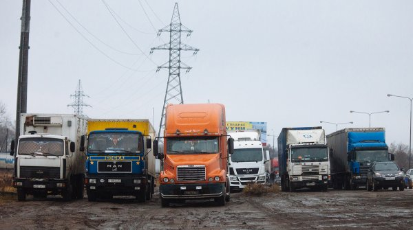 «Не довезёшь ничего»: Дальнобойщик рассказал об ужасах на М4 «Дон» в Ростовской области