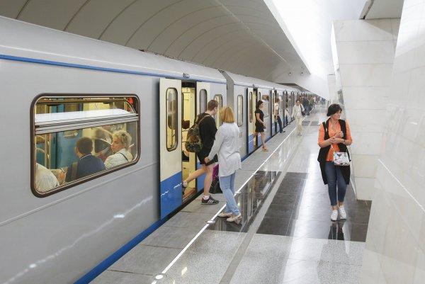 Пассажиров московского метро начали приветствовать, как в самолетах