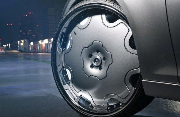 Тюнеры Forgiato установили на седан Chrysler 300S 26-дюймовые диски