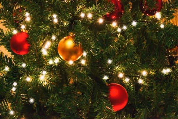 Эксперты: Рождественская музыка негативно влияет на здоровье и заставляет больше тратиться