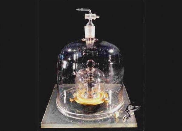 Ученые заменили физический килограмм на другой эталон единицы массы