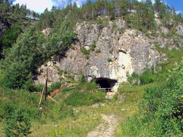 В Денисовой пещере на Алтае найдена древняя диадема из бивня мамонта