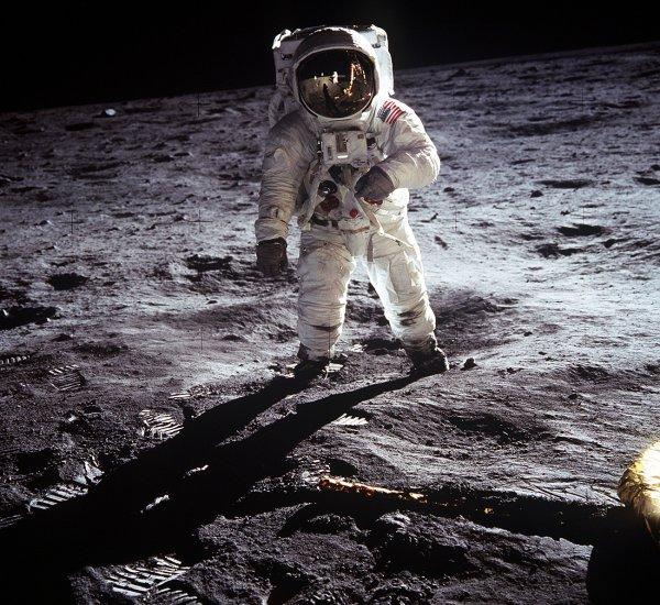 В РАН отбросили сомнения по поводу высадки американцев на Луну