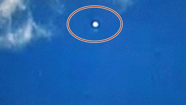 Жители Австралии заметили сверхбыструю летающую тарелку