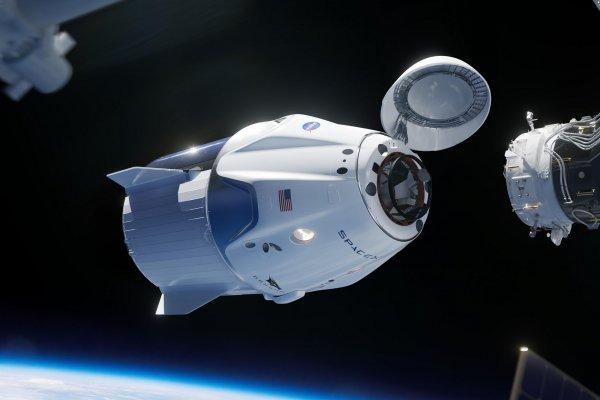 Новый корабль Илона Маска Dragon-2 состыковался с МКС
