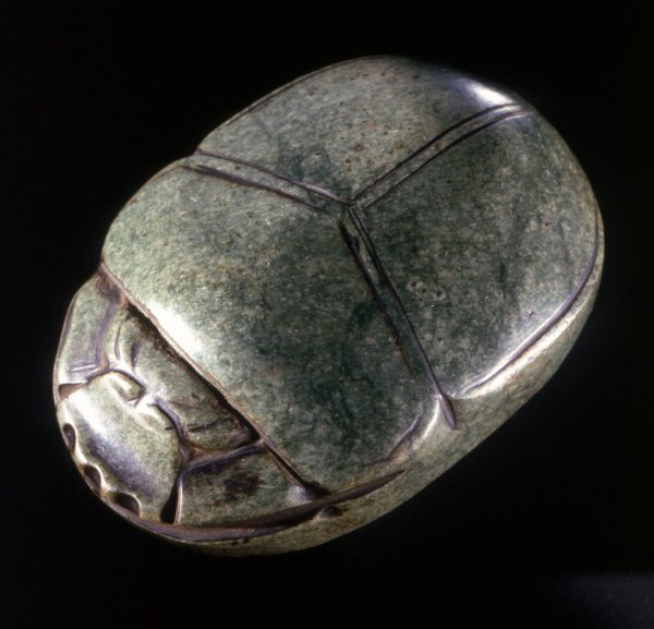Секрет бессмертия: Ученые выяснили, почему древние египтяне поклонялись навозным жукам