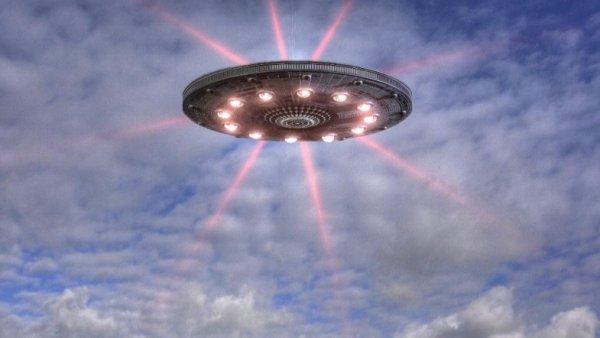 Шок посреди космоса: Охотник за аномальным «поймал» НЛО во время прямой трансляции