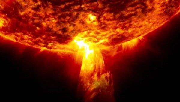 «Угроза серьёзней Нибиру»: Вспышки на Солнце уничтожили Нотр Дам и грозят сжечь пол-России