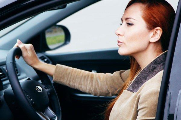 Женщины водят автомобиль лучше мужчин – статистика