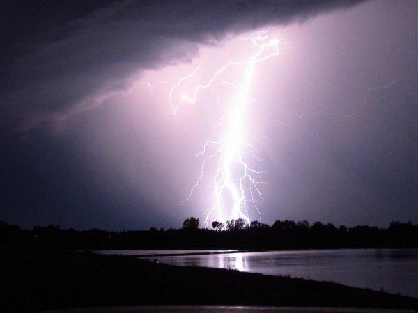 «Война миров»: Пришельцы с Нибиру проникают на Землю через молнию